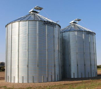 Flat bottom grain bins