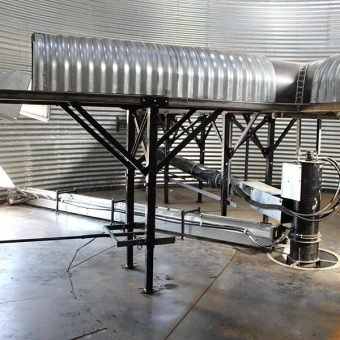 Grain bin aeration system with unload system